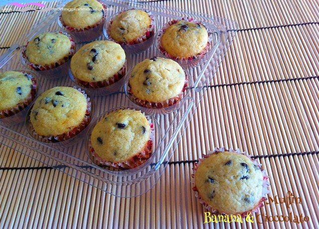 Muffin banana e gocce di cioccolato.  La ricetta la trovi qui --->  http://blog.cookaround.com/weddingplanneraifornelli/muffin-banana-e-gocce-di-cioccolato/