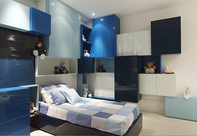 Quarto de criança elaborado pelo arquiteto Guilherme Torres. Quarto de criança azul. Quarto divertido e arrumado.