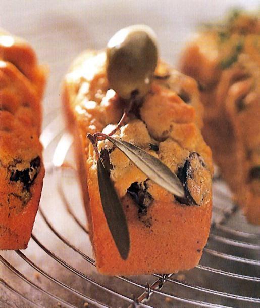 Αλμυρά κέικ με ελιές, θυμάρι και δεντρολίβανο