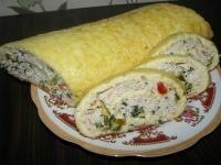 Сырно-яичный рулет с куриным фаршем |       400 г твердого сыра     2 шт плавленого сырка     5 яиц     500 г фарша     соль     перец     чеснок     зелень     болгарский перец