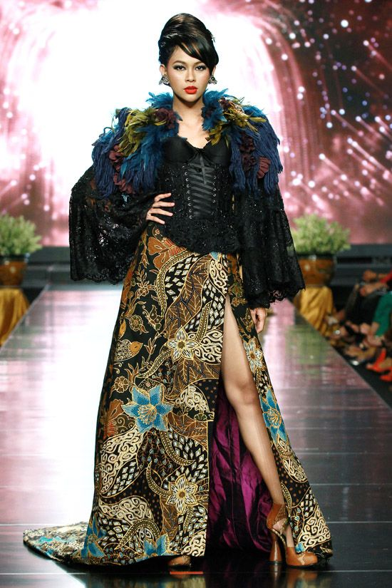 Designer Anne Avantie  at Jakarta Fashion and Food Festival. Photos provided by Image.net