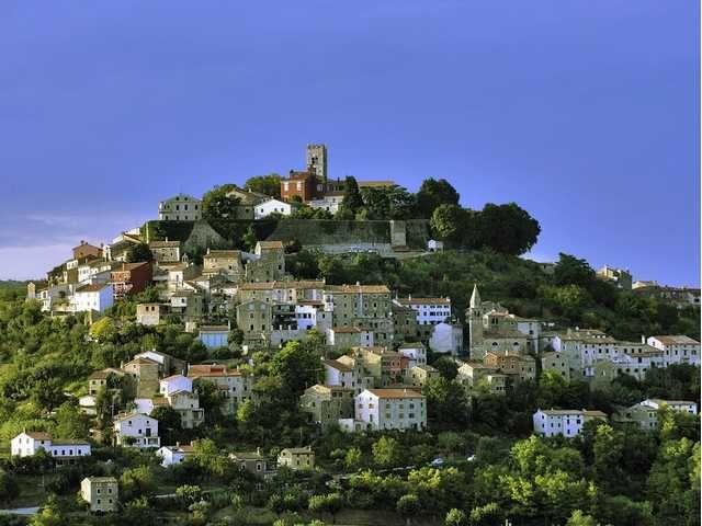 ISTRIEN | MOTOVUN-Gemeinde Motovun Istrien,Kroatien.In Motovun:Hotels,Campingplätze,Ferienhäuser,Apartments,Zimmer,Restaurant.Fotos,Karte,Adresse,Informtionen.