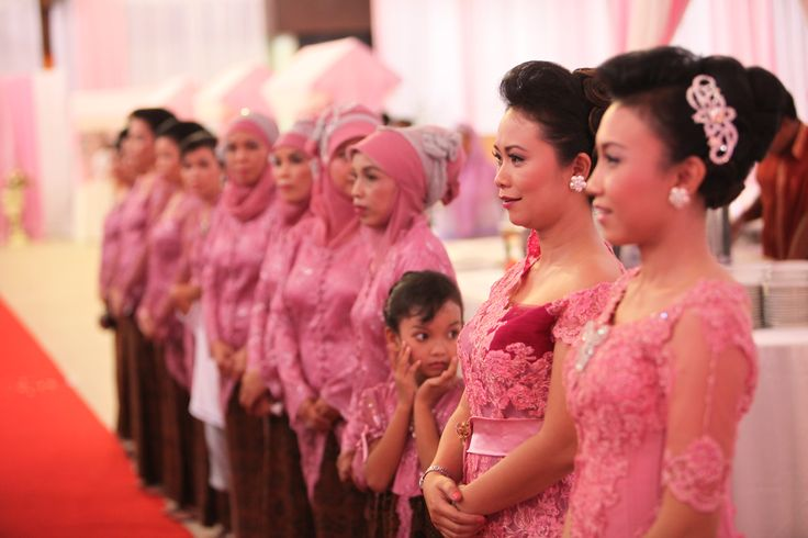 don't worry to choose your favorite color for your family and your wedding theme.. for me.. it's pink!