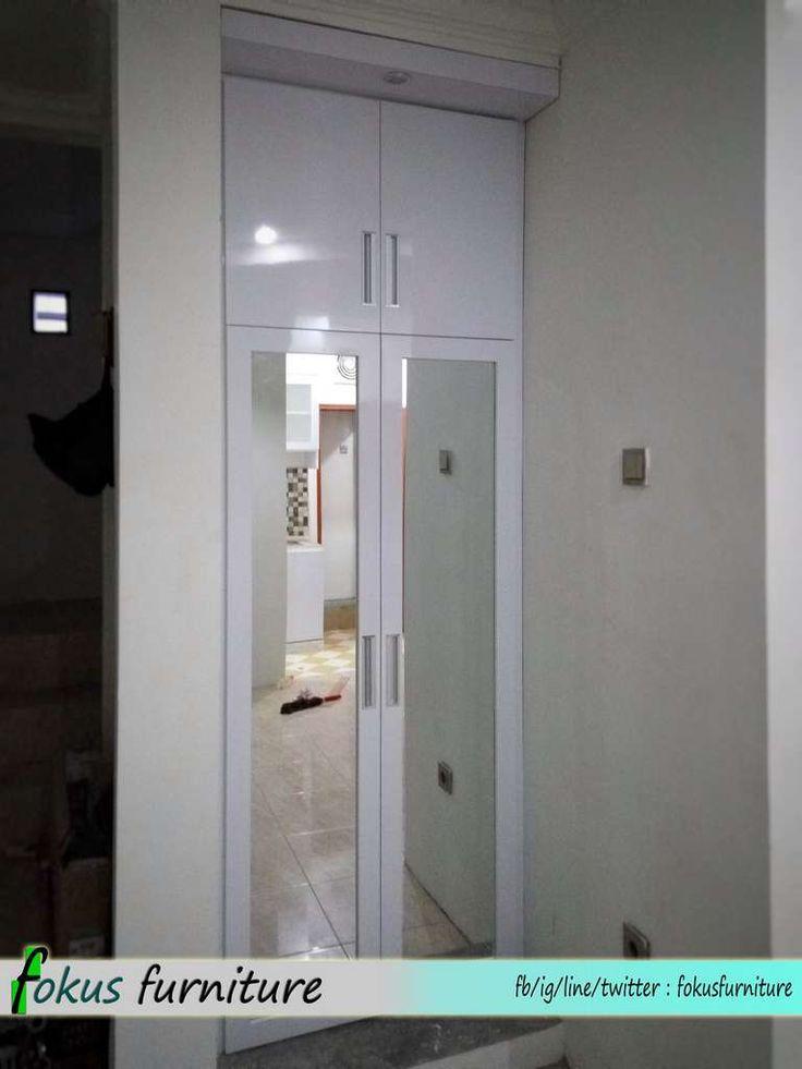 Lemari dinding 2 pintu full plafon