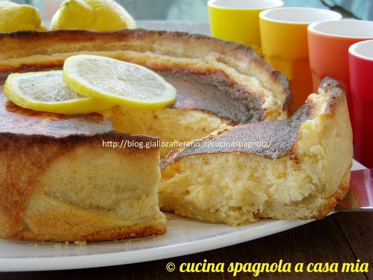 La torta soufflé al limone: una pasta frolla alle mandorle ed una deliziosa cremina spumosa dolce-agria composta da succo di limone e latte condensato. Wow!