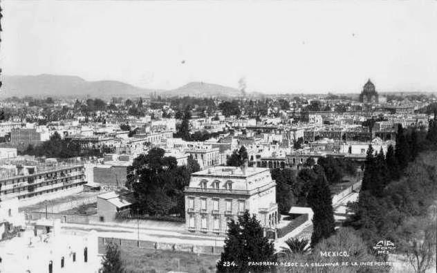 Vista de la ciudad, al fondo a la derecha el monumento a la Revolución, ca. 1909.