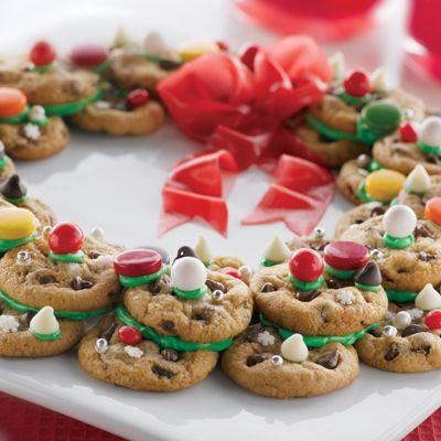 Very Merry Cookie Wreath (Easy; 20 servings) #cookies #wreath