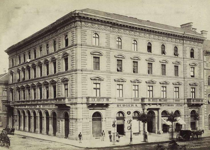 Bajcsy-Zsilinszky út (Váci körút), balra az Arany János utca. A felvétel 1880-1890 között készült. A kép forrását kérjük így adja meg: Fortepan / Budapest Főváros Levéltára. Levéltári jelzet: HU.BFL.XV.19.d.1.05.123