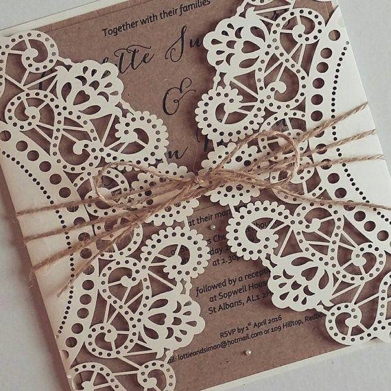 Angebot gilt für eine Probe nur. Eine benutzerdefinierte Liste wäre für Sie zu personalisieren und kaufen Ihr Briefpapier/Einladungen erstellt werden. _ _ _ _ _ _ _ _ _ _ _ _ _ _ _ _ _ _ _ _ _ _ _ _ _ _ _ _ _ _ _ _ _ _ _  Wunderschöne Matt Off-White Laser geschnittene Hochzeitseinladung.  Diese Einladung wird ist perfekt für alle rustikal oder Jahrgang themed Hochzeit und sicherlich einen Eindruck, wenn Ihre Gäste empfängt.  Wie beschrieben wurde der Matt Off-White-Laser-schneiden-Einladung…