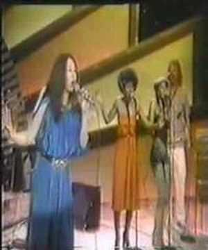 Love everything about this vid-- the clothes, the vibe, the SINGER!!! //Yvonne Elliman - if i can't have you (live)