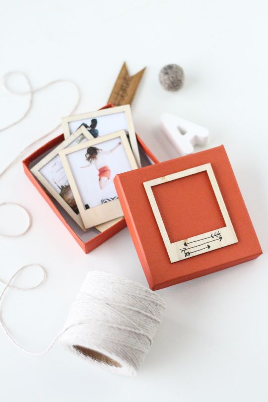 "DIY ""Wooden Polaroid Gift Set"" via sugarandcloth"