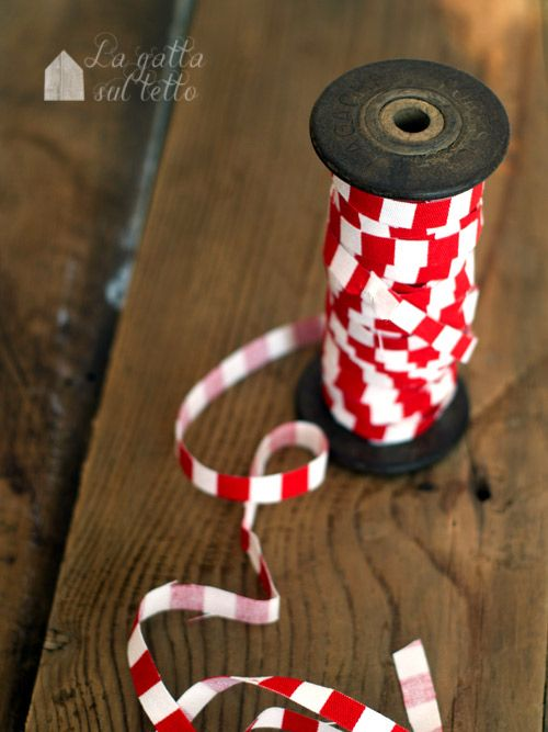 La gatta sul tetto: Waiting for Christmas: nastro di stoffa per i pacchetti