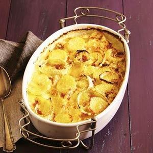 Aardappelvenkel gratin  Aardappel, venkel, knoflook, slagroom, Parmezaanse kaas.  Bereiden: 15 minuten - wachten: 45 minuten  Kan 1 dag van te voren worden gemaakt.