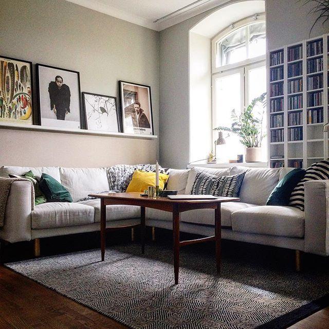 Vår fantastiskt sköna soffa - Norsborg från IKEA. Vi spraymålade benen i guld…
