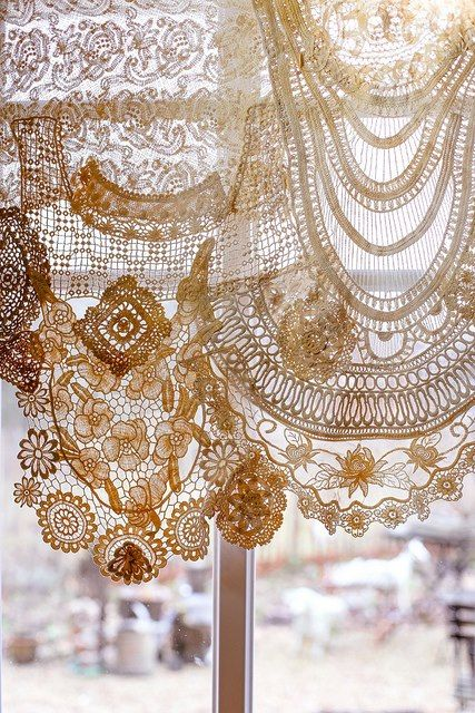 ~Something to do with all your doilies! Tea stain them and make a vintage lace curtain!~