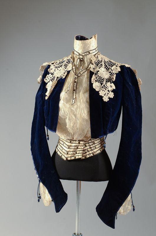 Blouse / jacket // Blue velvet, ivory lace and crochet lace; c.1900
