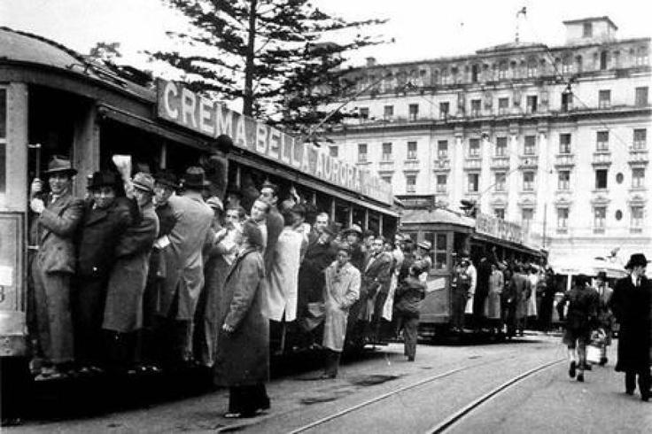 Parque Santander (1947): Un abarrotado tranvía en el Parque #Santander