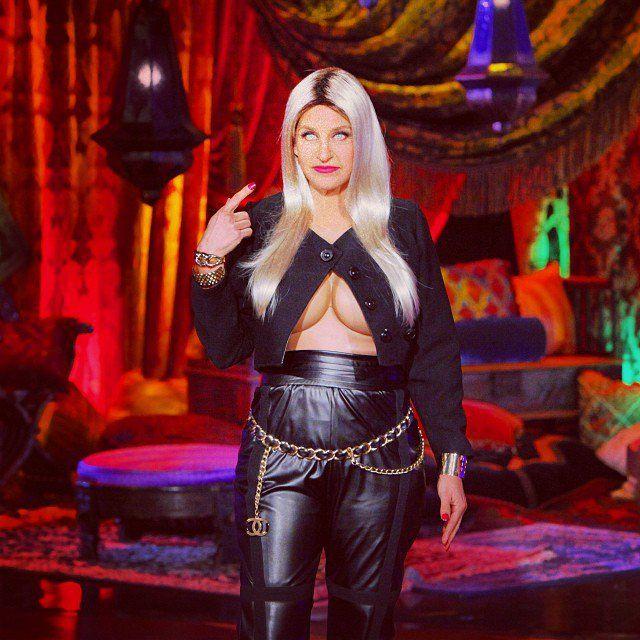 Pin for Later: The 36 Best Celebrity Halloween Costumes, Ever Ellen DeGeneres as Nicki Minaj Source: Instagram user theellenshow