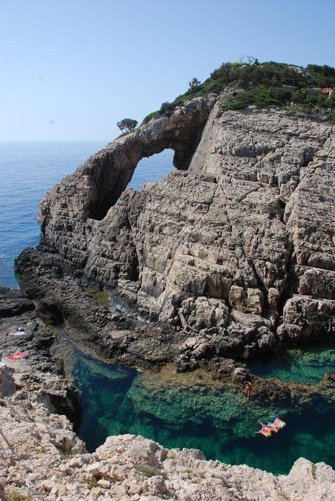 Secluded beach of Korakonisi, Zakynthos Island, Greece (by pierniczekalpejski)