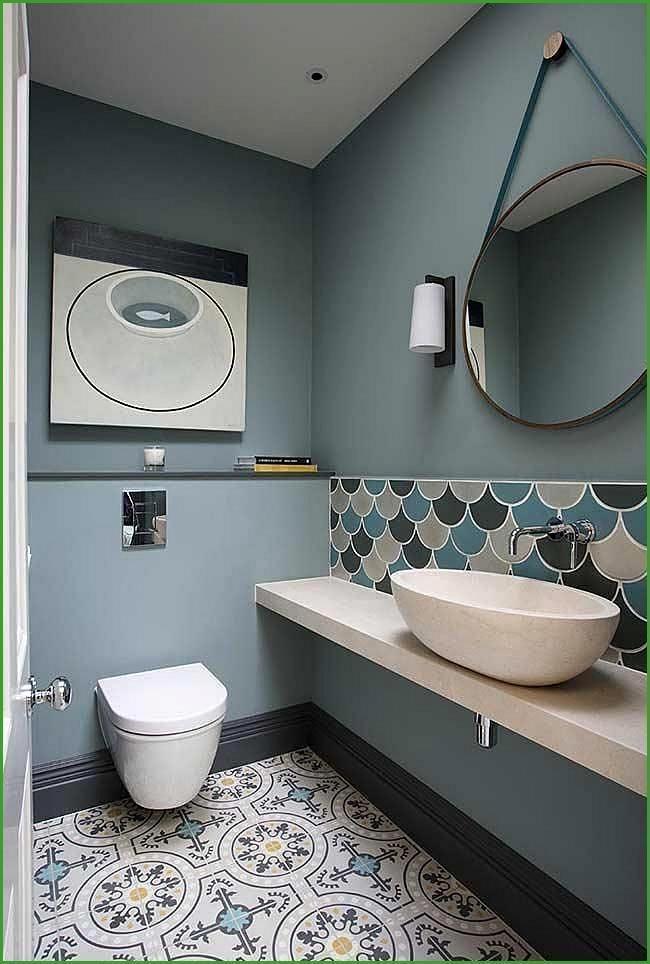 Blaues Badezimmer Ideen Und Tipps Zum Dekorieren Der Umgebung Mit Dieser Farbe Neue Dekorationsstile In 2020 Bathroom Interior Design Trendy Bathroom Small Toilet