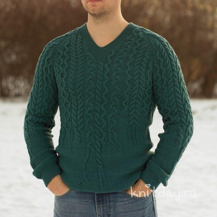 Мужской свитер цвета морской волны