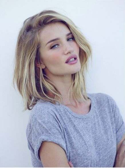 Rosie Huntington-Whiteley looking stunning with her long bob haircut