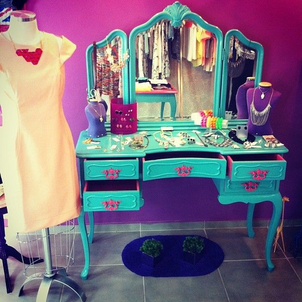 I want a vanity so bad!!! They're so expensive=/ I would settle for something like this, just make it white:)