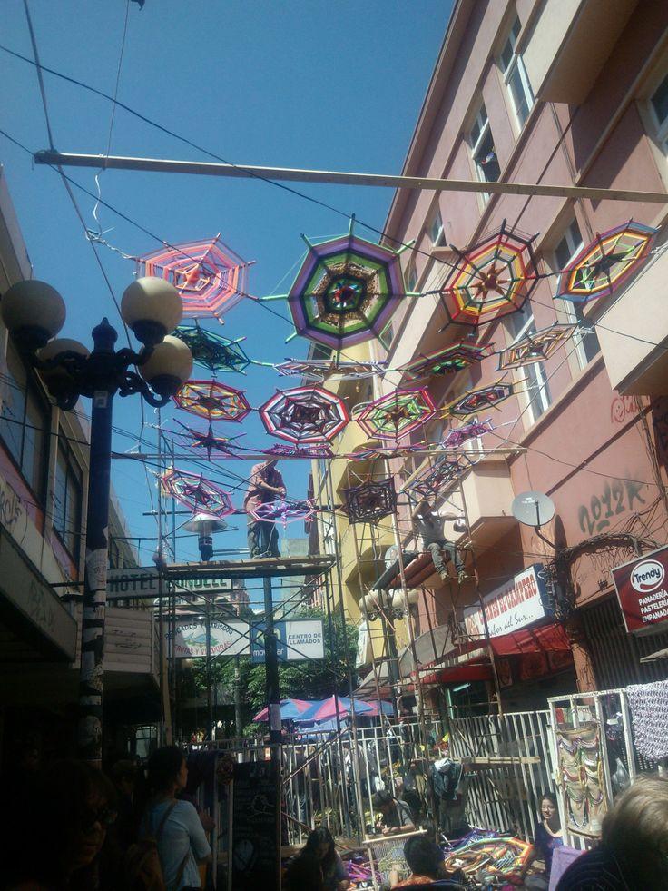 Mandalas llenando los cielos de mi ciudad.