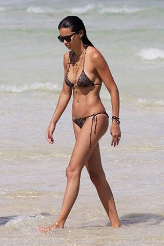 The Best of Celebrity Bikini Bodies - Photos of Celebrities at the Beach - Elle