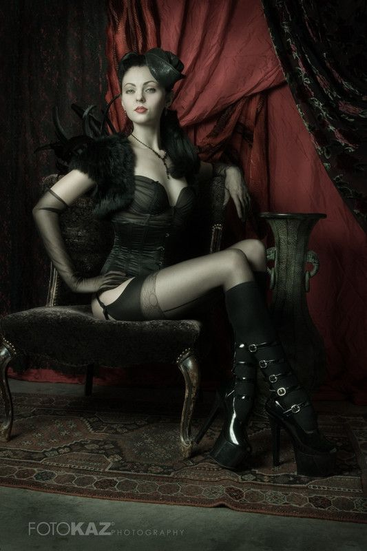 Love the boudoir shot before the wedding but set in a gothic theme =D