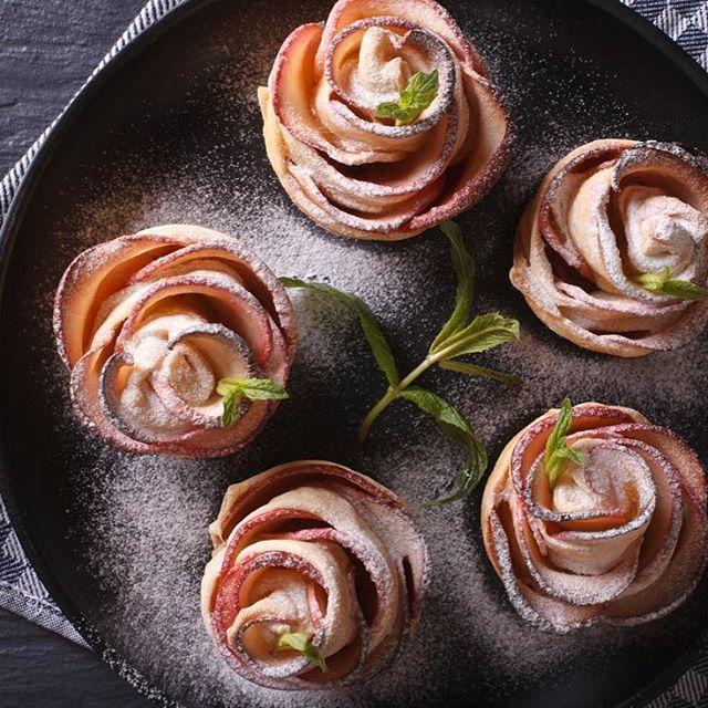 """Reposting @youmint_: """"Il buon cibo è il fondamento della vera felicità"""", sostiene Auguste Escoffier. Queste mele a forma di rosa, cotte al forno e spolverate di zucchero poi, sono proprio una delizia. Siete d'accordo Minters! Buongiorno!  #rose #sugar #cooking #homemade #lunch #kitchen #goodmorning #saturday #healthyfood #healthylife #instahealth #instagood #healthyfood #instafood #food #foodporn #foodstyle #fromabove #viewfromabove #yum #yummy #delicious #delish #foodpic #eat #foodgasm…"""