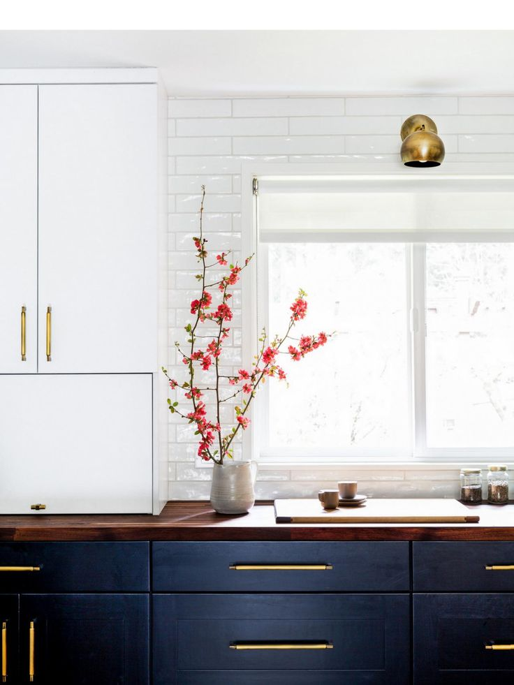 From meal prep to a stylish spot to linger over that last bite, these beautiful spaces make entertaining easy. ( I  like these cabinets in black or even a navy blue.)