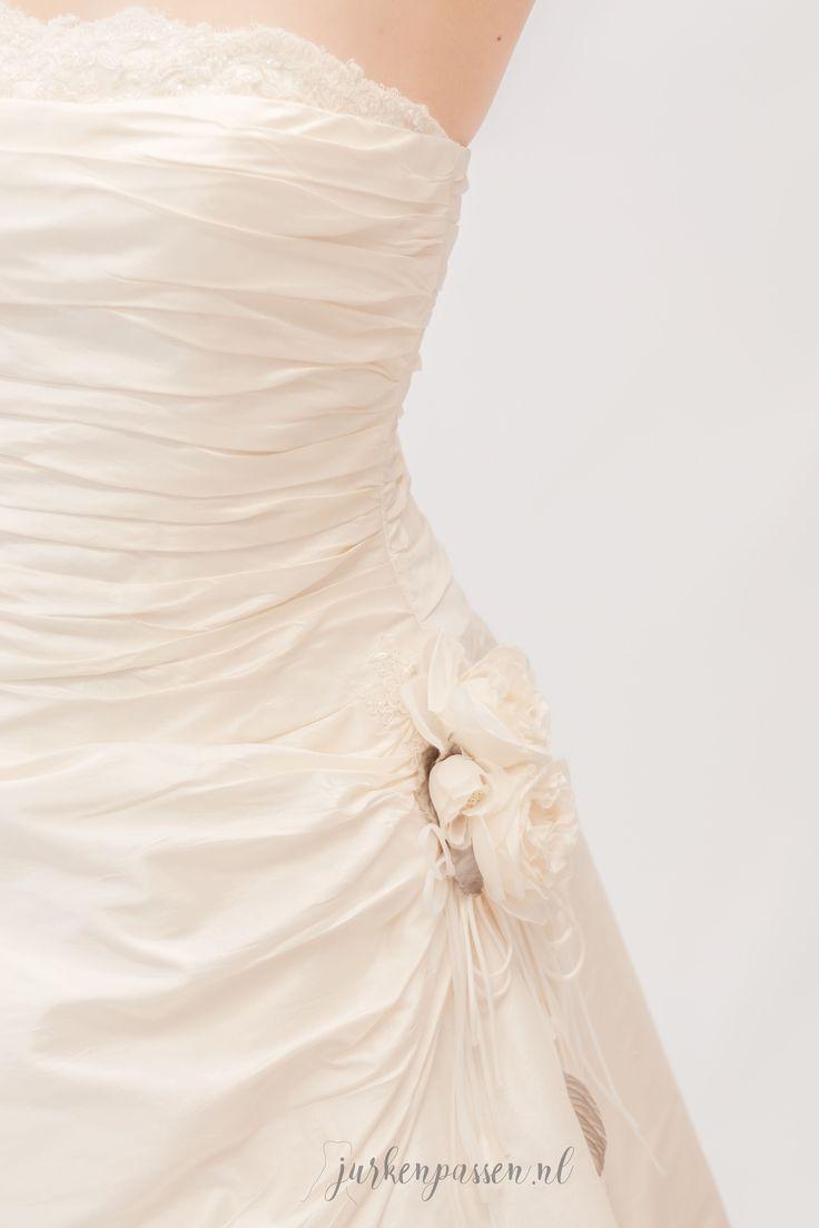 Wat een plaatje he, deze originele #IanStuart jurk... Wanneer kom jij haar passen? ;) #jurkenpassen #vriendinnen #friends #vrijgezellenuitje #vrijgezellenfeest #passen #bubbels #love #instagood #smile #fun #beautiful #pretty #style #fotoshoot #photoshoot #vriendinnen #bubbels #fashion #designer #trouwjurken #trouwjurk #trouwjurkenpassen #bridal #bridesdresses #weddingdress #weddinggown #wedding #ianstuartweddingdresses @ianstuart_bride
