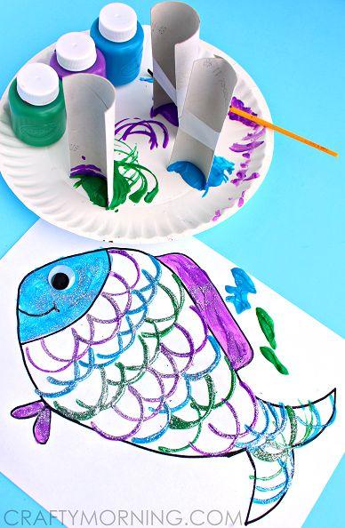 De schubben zijn gemaakt van een halve toilet rol | thema zee & strand | www.peuteractiviteitenweb.com