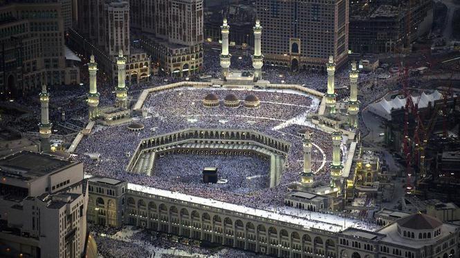 De Grote Moskee in Mekka met in het midden de Kabaa, het centrale heiligdom van…