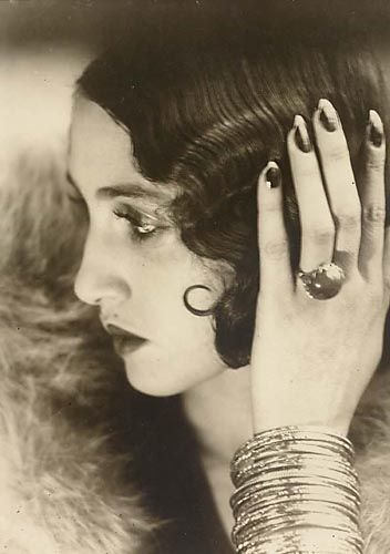 Can my hair look like this please?    (Jacques-Henri Lartigue, Renée Perle, 1930-1932)