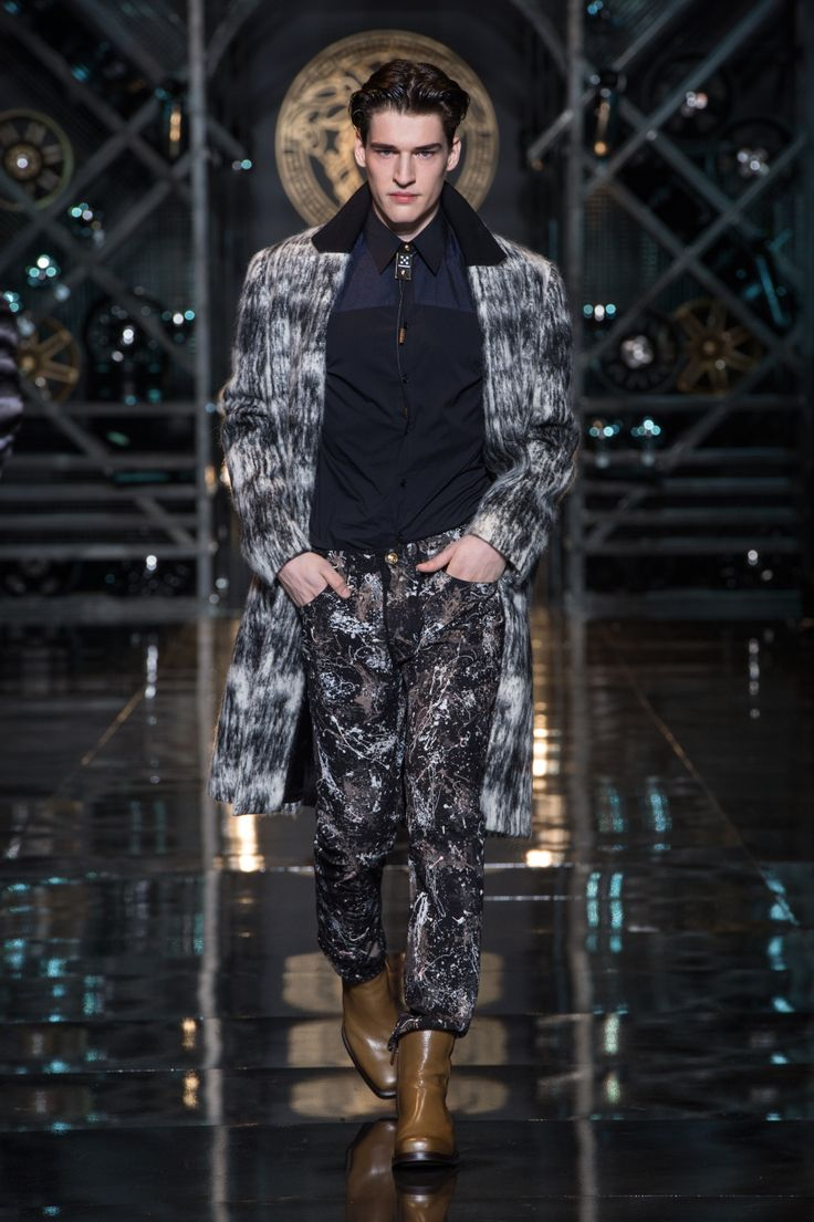 Versace Men's Wear Autumn Winter 14/15 fashion show - #VersaceLive #Versacemenswear #Versace
