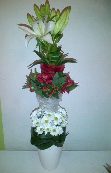 Tall centerpiece - Lilly, Alstroemerie, Hypericum, Chrystanthemum