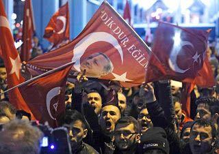 "Paralia News- (Breaking News): ""Ντου"" Τούρκων στο ολλανδικό προξενείο – Κατέβασαν..."