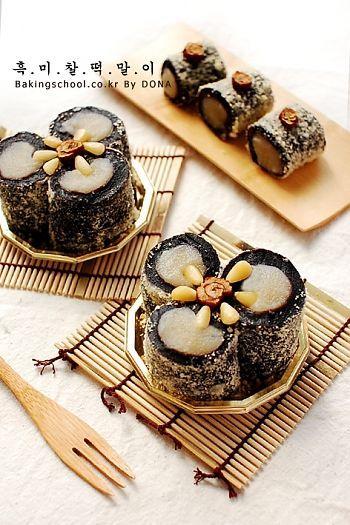 흑미찰떡말이 / Blackrice Cake