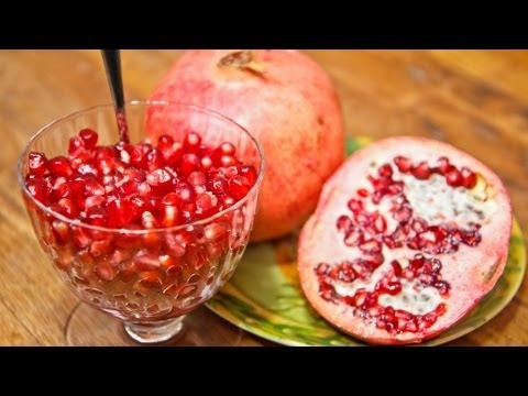 How to Open and Clean a Pomegranate - Ligia's Kitchen