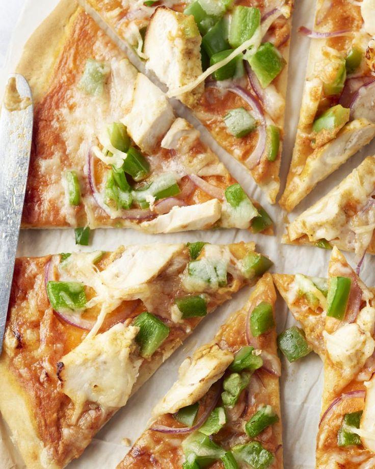 Pizza kip tandoori is uiteraard geen  typisch gerecht uit de Indiase keuken, maar dat houdt niet tegen dat  deze originele pizza een smaakbommetje van formaat is!