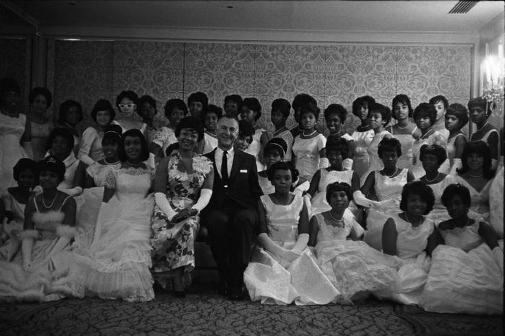 http://harlemworldmag.com/2012/10/27/harlem-debutante-ball-renaissance-ballroom-1950s-photos/#more-61364