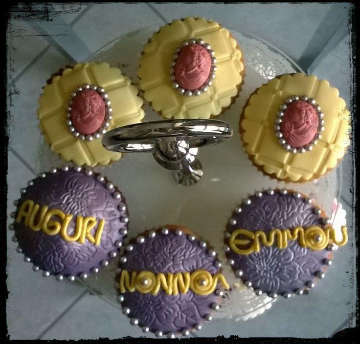 Auguri Nonna Emma! Cupcakes extra dark e cupcakes alle fragolone =)