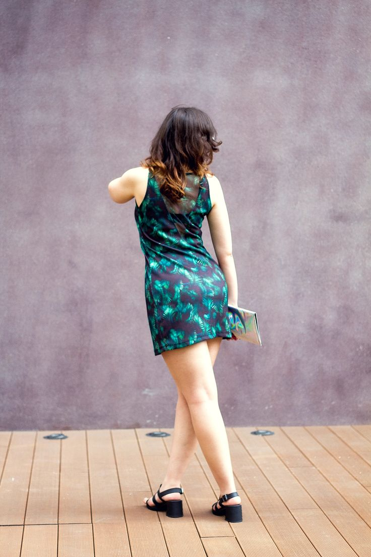 gostei-e-agora-vestido-esportivo-folhagens-colete-memove-melissa-flox-high-bolsa-holografica-09