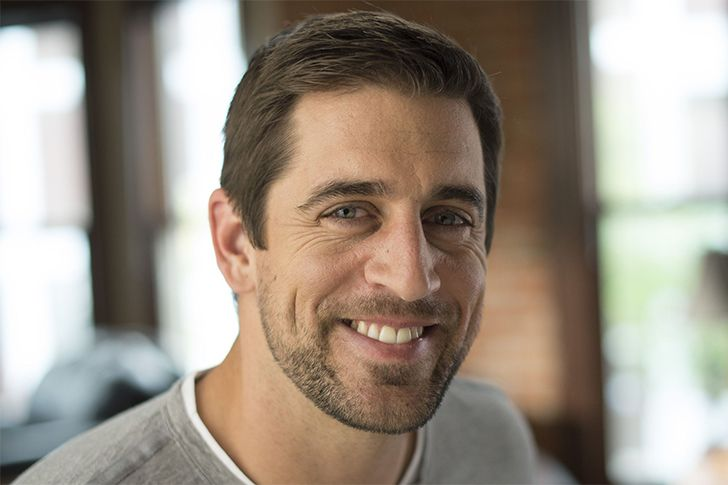 Aaron Rodgers at 130 is known to be one of the best quarterbacks in history. He played for the Green Bay Packers in the National Football League or NFL. To be a successful quarterback, one must have a very quick mind. For Aaron Rodgers, this was not a problem with his IQ of 130. When he was in college in University of California – Berkeley, he got a merit for an Athletic Scholarship,