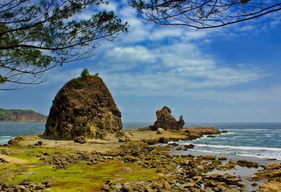 Pantai Watu Lumbung yang sangat mempesona dan istimewa