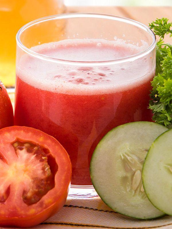 Centrifugato di pomodoro cetriolo e basilico: ecco un cocktail di vitamine e sali minerali, ricco di proprietà calmanti per il sistema nervoso.