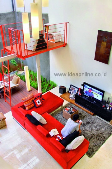 Compact Living Room. Photographer: iDEA/Licco Indrawan