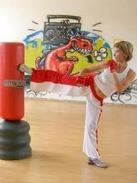 Fit box per combattere lo stress, dimagrire e rassodare ogni parte del corpo, ma soprattutto per apprendere una conoscenza base di autodifesa.